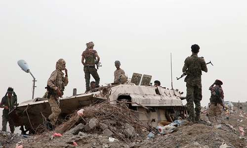 Yemen separatists drive out govt troops from two bases in south