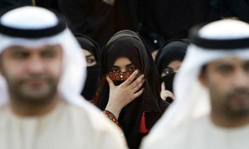 حد سے زیادہ محبت کرنے پر اماراتی خاتون نے شوہر سے طلاق مانگ لی
