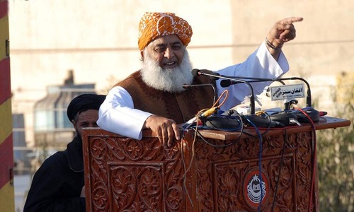 اس طرف کے کشمیر کو بچانے کیلئے بھی حکومت کا خاتمہ ضروری ہے، مولانا فضل الرحمٰن