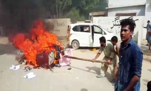 Violent protest breaks out against anti-encroachment drive in Karachi's Ahsanabad area