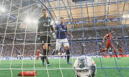 Lewandowski stars in Coutinho's Bundesliga debut for Bayern
