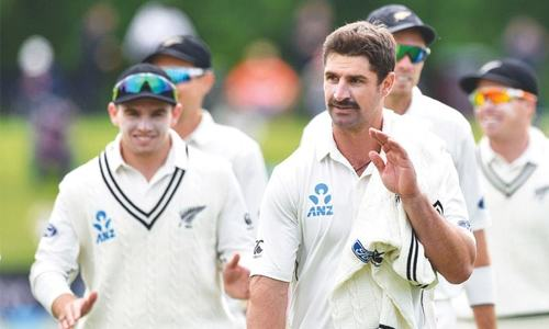Watling, de Grandhomme help New Zealand take lead