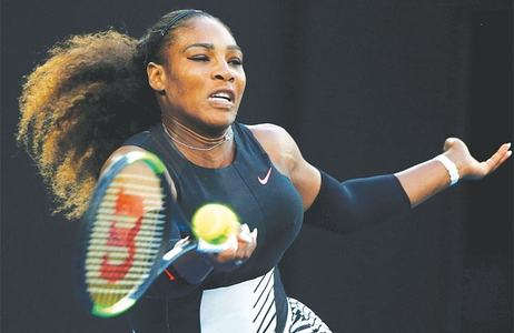 Serena routs Sharapova in US Open start, 'rusty' Federer wins