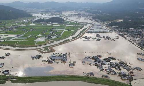 870,000 told to leave homes as heavy rains pound Japan