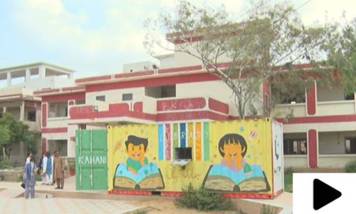 کراچی کی طالبہ نے کنٹینر کو کتب خانے میں تبدیل کر دیا