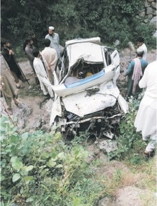 One dies, eight hurt on road in Dir