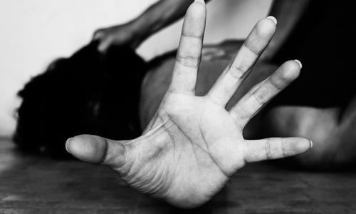 لاہور: گھریلو ناچاقی پر شوہر نے تشدد کے بعد اہلیہ کی ناک کاٹ دی