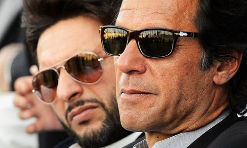 کیا پنجاب میں آپ کی ٹیم میں بہتر، تجربہ کار بندہ نہیں؟ آفریدی کا عمران خان سے سوال