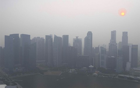 Indonesian haze closes schools, sparks fears for Formula One in Singapore