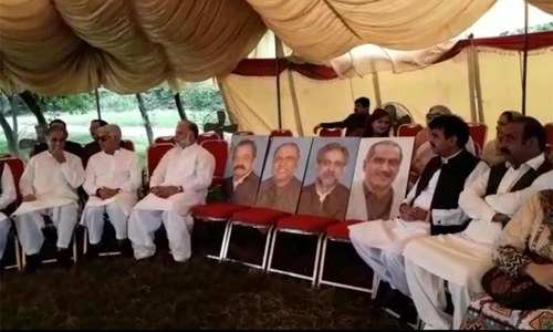 Opposition leaders protest outside Parliament House on non-issuance of production orders
