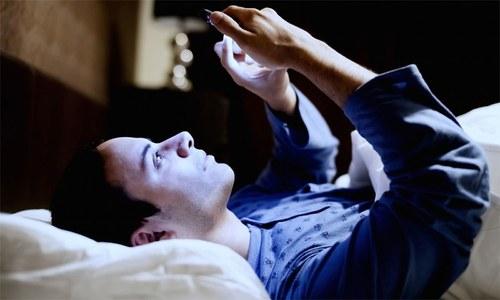 رات کی چند عام عادات اگلے دن کی صحت کو کیسے متاثر کرسکتی ہیں؟