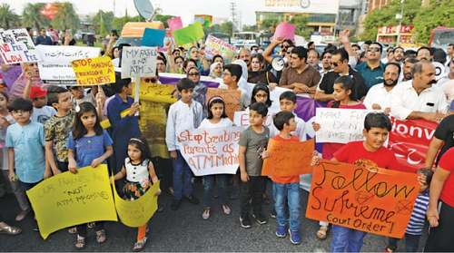 Parents hold demo in Lahore against inaction on SC fee verdict