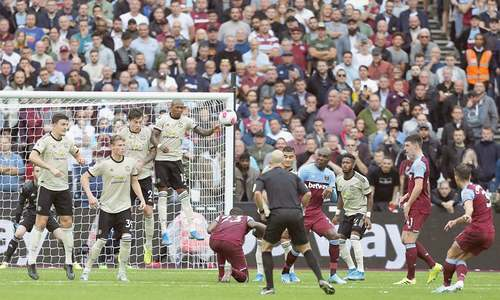 West Ham extend away-day blues for dismal United