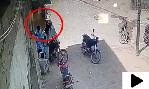 مسلح ڈاکوؤں نے گھر کی دہلیز پر شہریوں کو لوٹ لیا