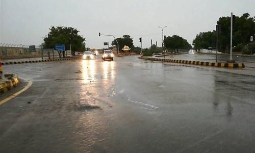 کراچی میں 3 روز سے جاری شدید گرمی کے بعد مختلف علاقوں میں بارش