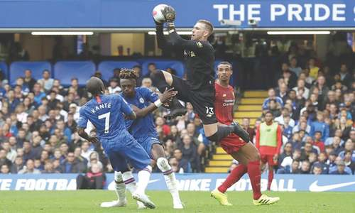 Liverpool hold on to beat Chelsea, maintain searing pace