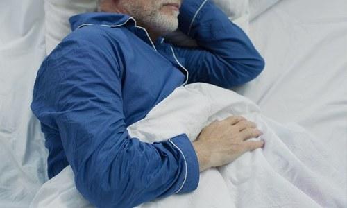 اگر رات میں اچھی نیند نہیں آتی تو یہ طریقے اپنالیں