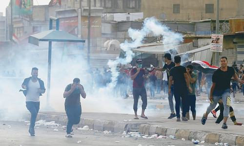 Anti-govt protests leave six dead, hundreds hurt in Iraq