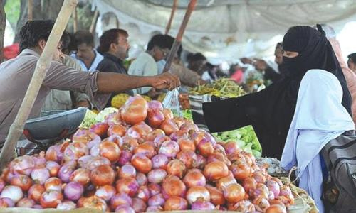 Imports fail to bring down onion prices