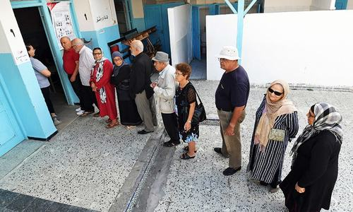 Tunisians pick new president in final round of voting