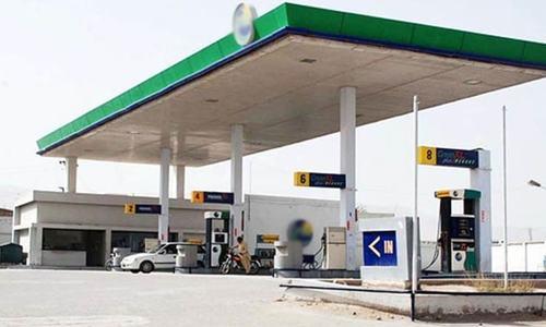 کراچی کے پوش علاقوں میں محض30 روپے کرائے پر متعدد پیٹرول پمپ لیز پر ہونے کا انکشاف