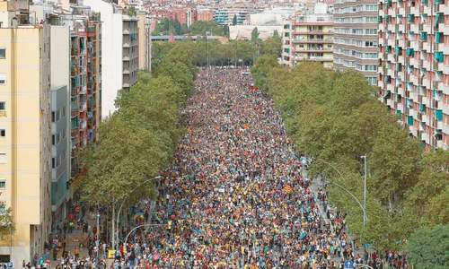 Separatists in hundreds of thousands take to Barcelona's streets