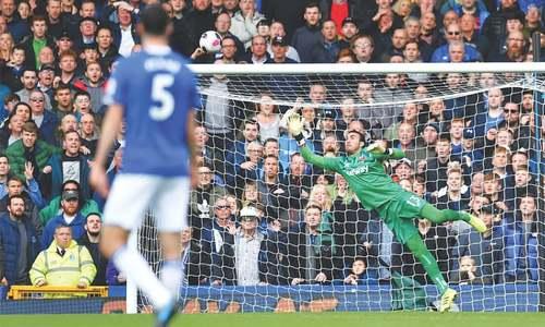 Tottenham avoid embarrassment as Chelsea, Leicester win