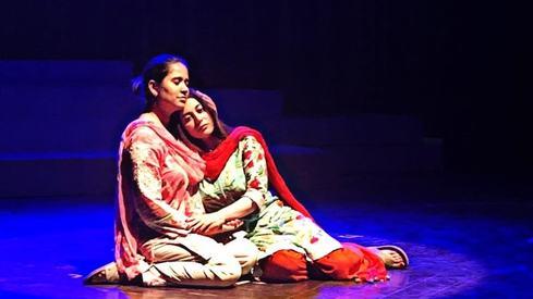 Ajoka honours Asma Jahangir in play Saira Aur Maira