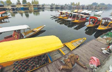 New Delhi's Kashmir PR flounders on Srinagar's Dal Lake