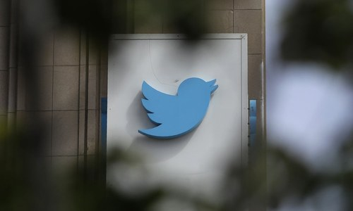 Twitter pulls back on political ads, but pitfalls await