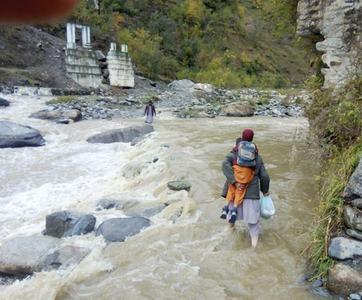 Shangla residents want flood-hit bridge rebuilt