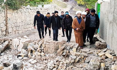 Iran earthquake kills 5, leaves 300 injured