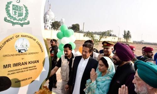 کرتارپور راہداری کے سنگ بنیاد کے موقع پر نووجوت سنگھ سدھو بھی پاکستان آئے تھے—فائل فوٹو: اے پی پی