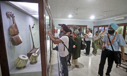 Sikh delegation visits Peshawar Museum