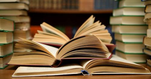 کتاب پڑھنا وقت کی بربادی ہے؟