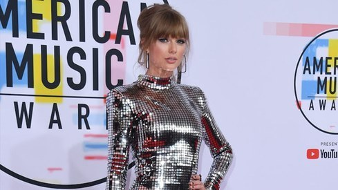 Taylor Swift may not be 'allowed' to perform her old hits at the American Music Awards