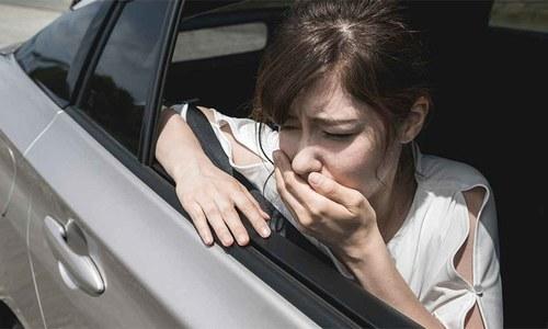 گاڑی میں سفر کے دوران سرچکرانے یا دل متلانے کی شکایت ہوتی ہے؟