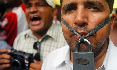 میڈیا سنسرشپ کی کوششوں پر صحافیوں کا دکھ کا اظہار