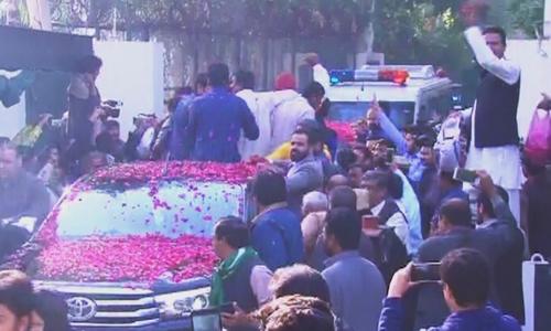 Nawaz Sharif leaves Jati Umra for Lahore airport's Haj Terminal