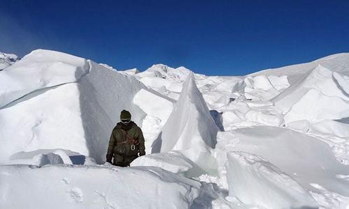 سیاچن: برفانی تودے کی زد میں آکر 4بھارتی فوجیوں سمیت 6افراد ہلاک