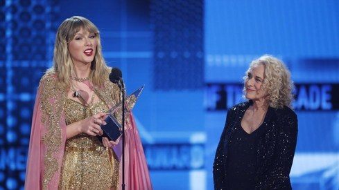 Taylor Swift beats Michael Jackson's record at the American Music Awards