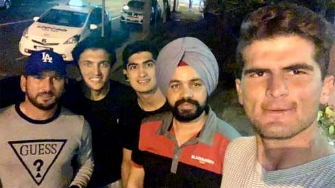 Pakistani cricketers invite Indian cab driver to dinner after he refuses to let them pay