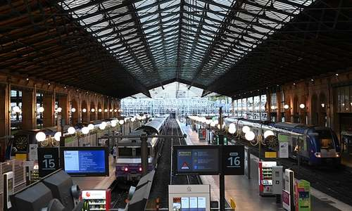 Paris train station partly evacuated over inactive shell: sources