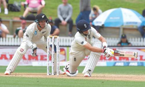 Root slams double ton to set up England's final day push