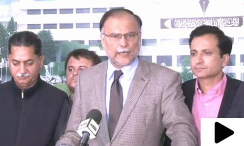 'حکومت پریس کانفرنس میں کاغذ لہراتی ہے، عدالت میں بھیگی بلی بن جاتی ہے'