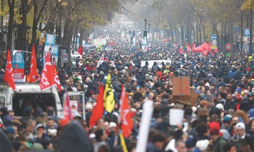 Massive strike in France brings public transport to halt