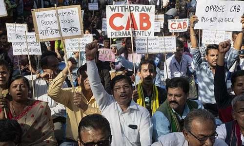 بھارت: شہریت بل سے مسلمانوں کو نکالنے پر ہزاروں افراد کا احتجاج