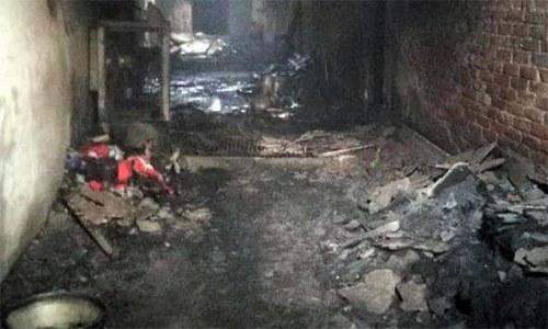 بھارت: اسکول بیگ بنانے والی فیکٹری میں آگ لگنے سے 43 افراد ہلاک