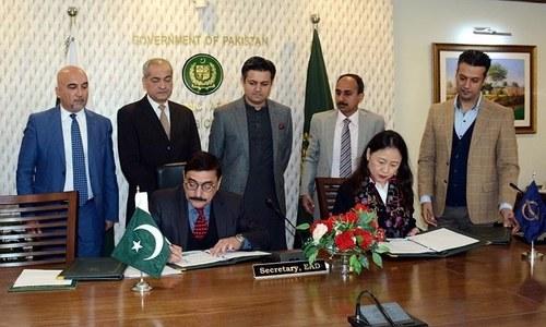 پاکستان اور ایشیائی ترقیاتی بینک میں ایک ارب 30 کروڑ ڈالر قرض معاہدے پر دستخط