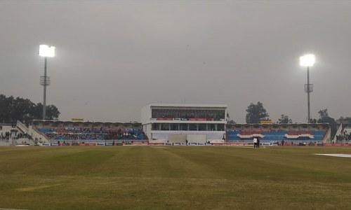 راولپنڈی ٹیسٹ کا تیسرا روز، کم روشنی کے باعث میچ روک دیا گیا